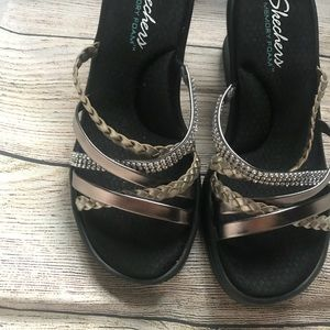 New Sketchers sandals